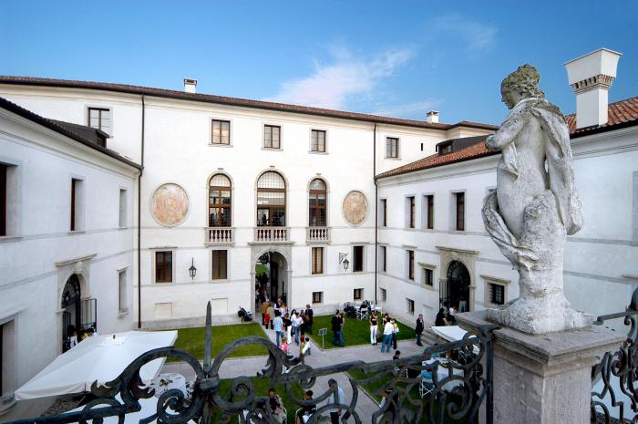 particolare-castello_vino-in-villa