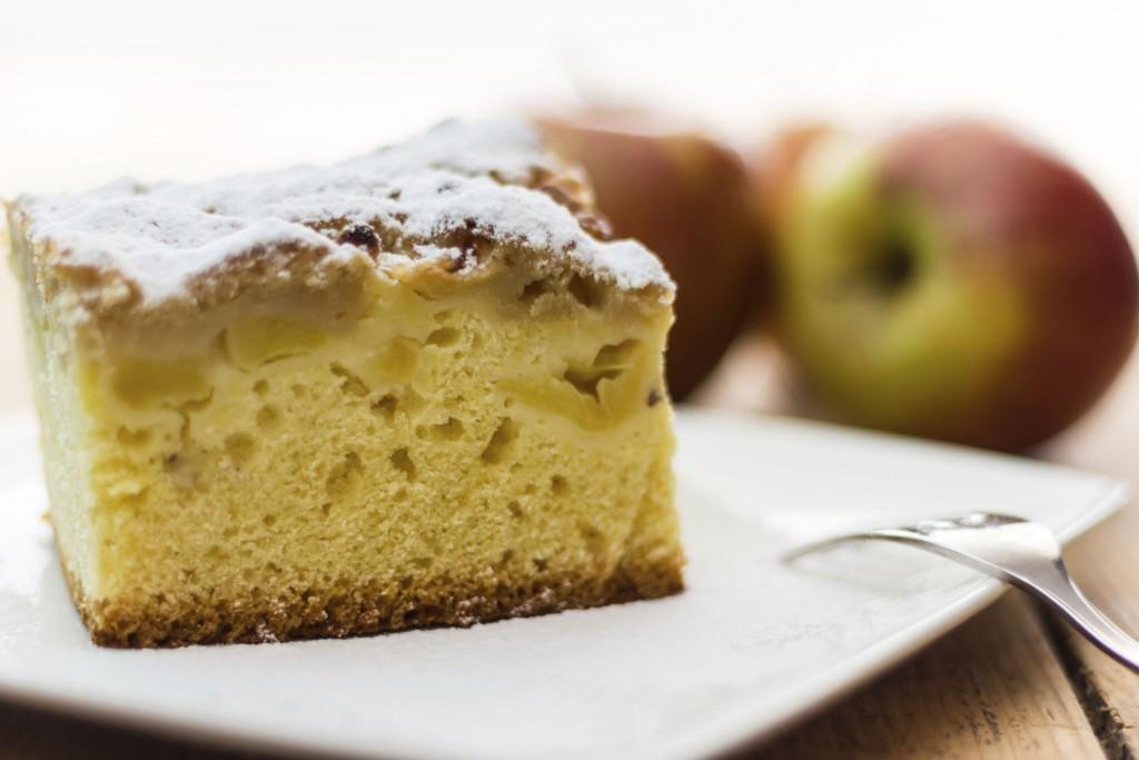 torta di mele con colomba pasqua